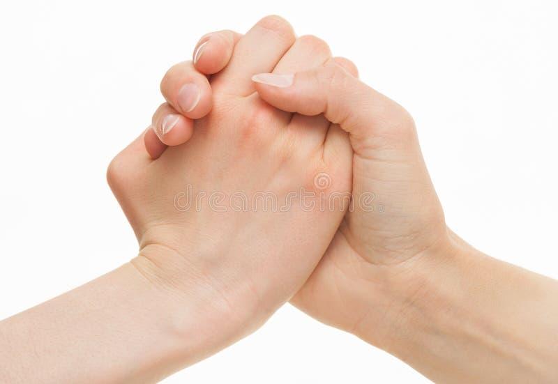 Människan räcker demonstrering av en gest av en tvist eller en solidaritet royaltyfri bild