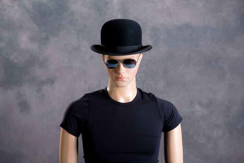 Männliche Anzeigenattrappe mit Sonnenbrille und Melone lizenzfreies stockfoto