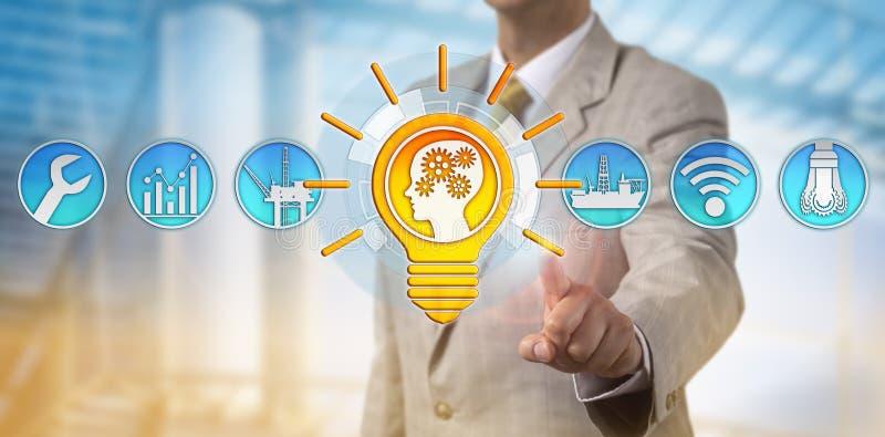 Männliche Berater-Presenting Bright Talent-Lösung lizenzfreie stockbilder