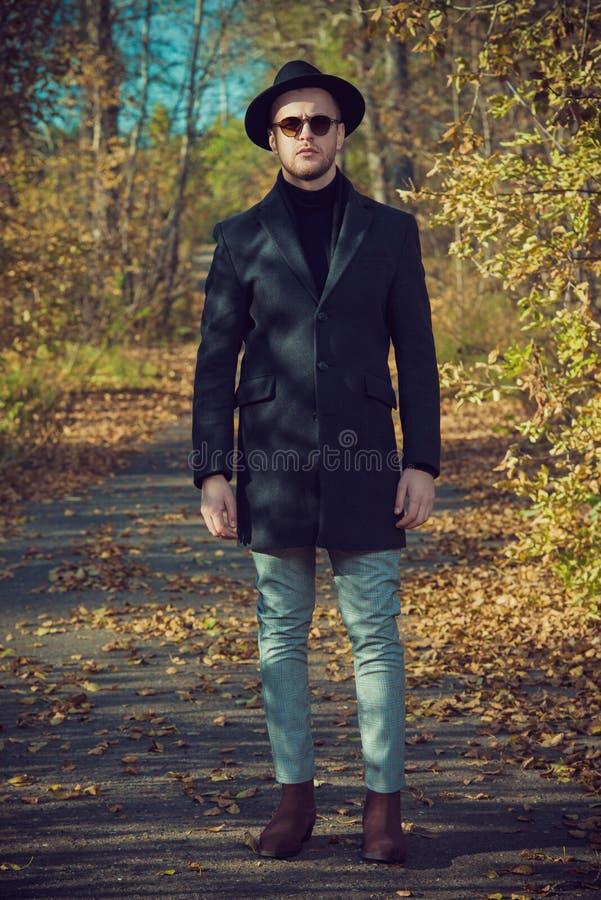 Männliche Mode im Freien lizenzfreies stockbild