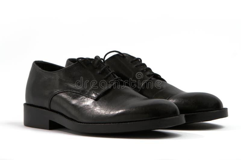Männliche schwarze Schuhe auf einem weißen Hintergrund stockfotos