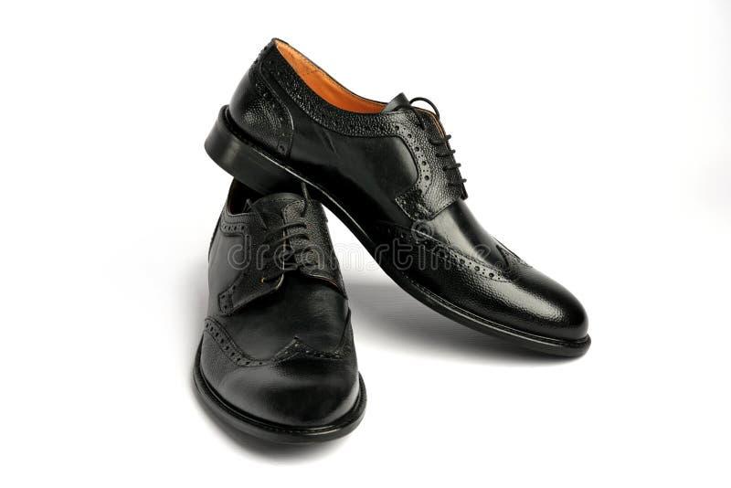 Männliche schwarze Schuhe auf einem weißen Hintergrund stockfoto