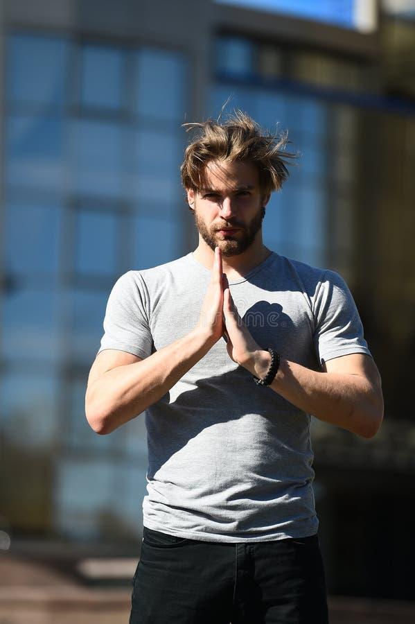 Männliche Sportmode, zufällige Art der Leute im Freien und moderner Lebensstil stockfotos