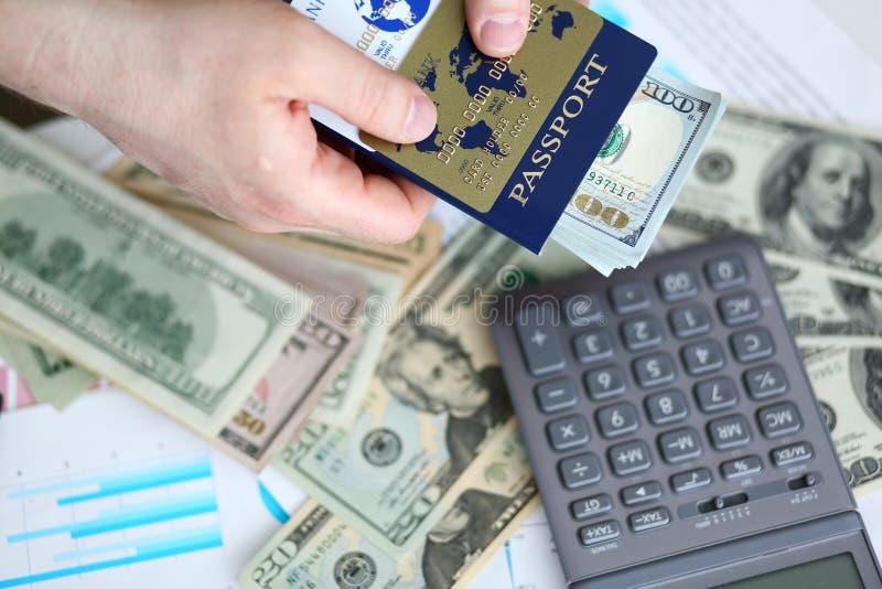 M?nnlicher Armholding-Passbankwesensatz US stockbilder