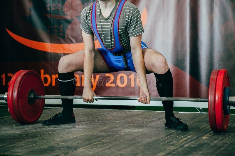 Männlicher Athlet des powerlifting Wettbewerbs lizenzfreies stockbild