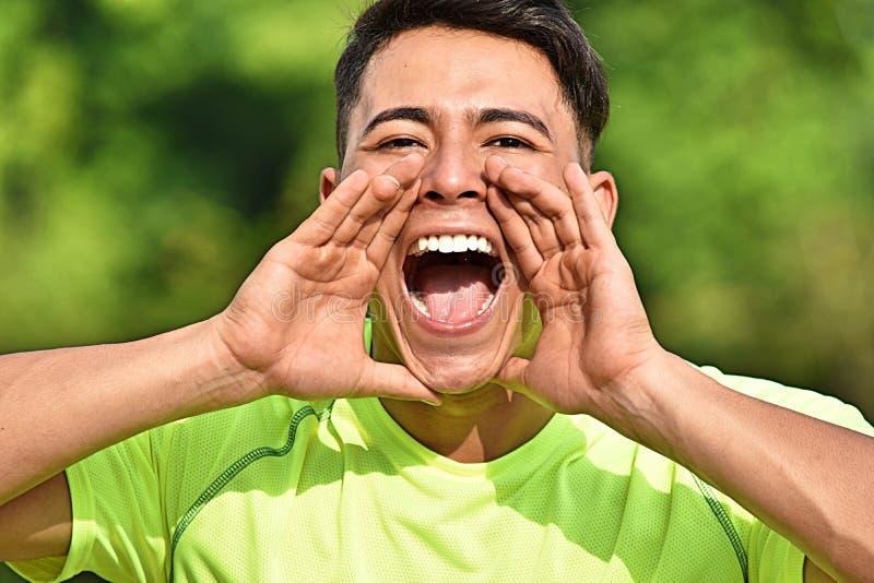 Männlicher Athlet Shouting lizenzfreie stockfotos