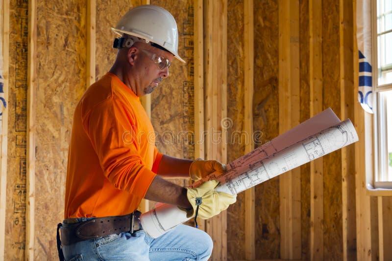 Männlicher Bauarbeiter lizenzfreies stockfoto