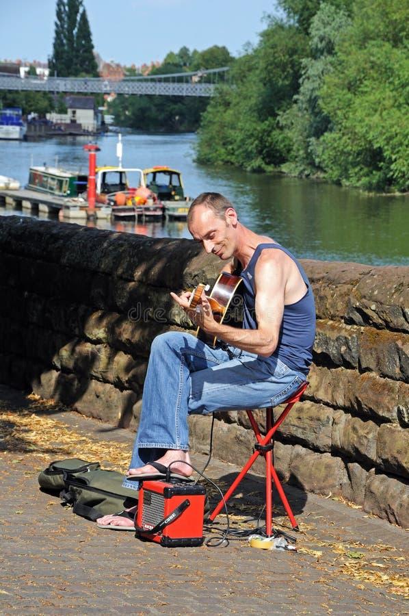 Männlicher busking Gitarrist, Chester lizenzfreies stockfoto