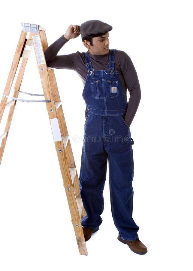Männlicher Dekorateur mit Stepladder stockbilder
