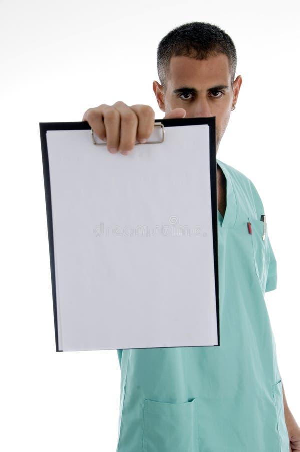 Männlicher Doktor, der Notizblock zeigt lizenzfreie stockfotografie