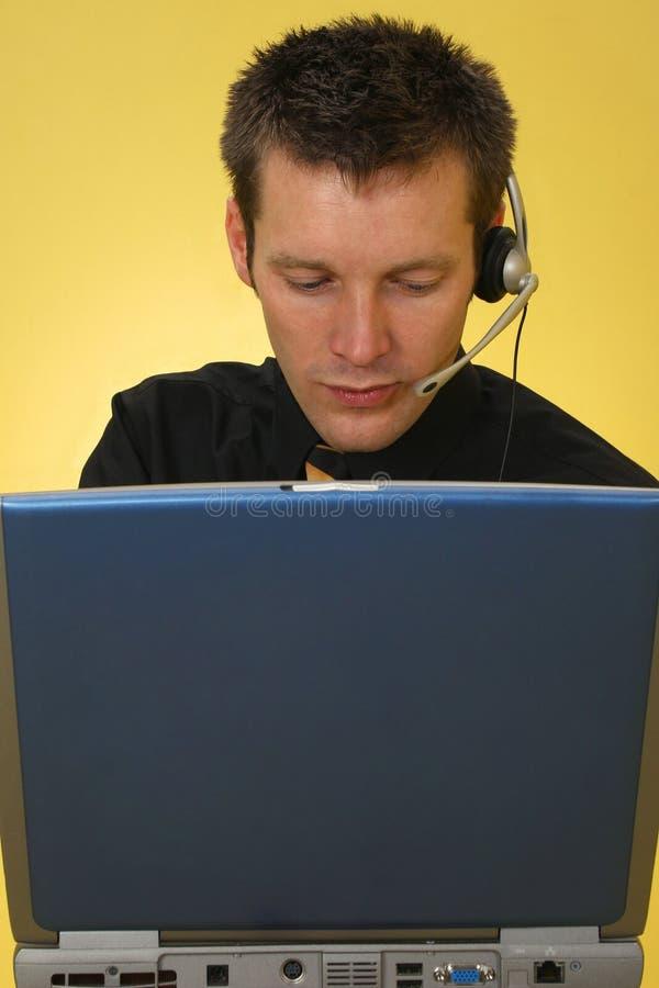 Männlicher Kundendienst-Repräsentant lizenzfreie stockfotografie