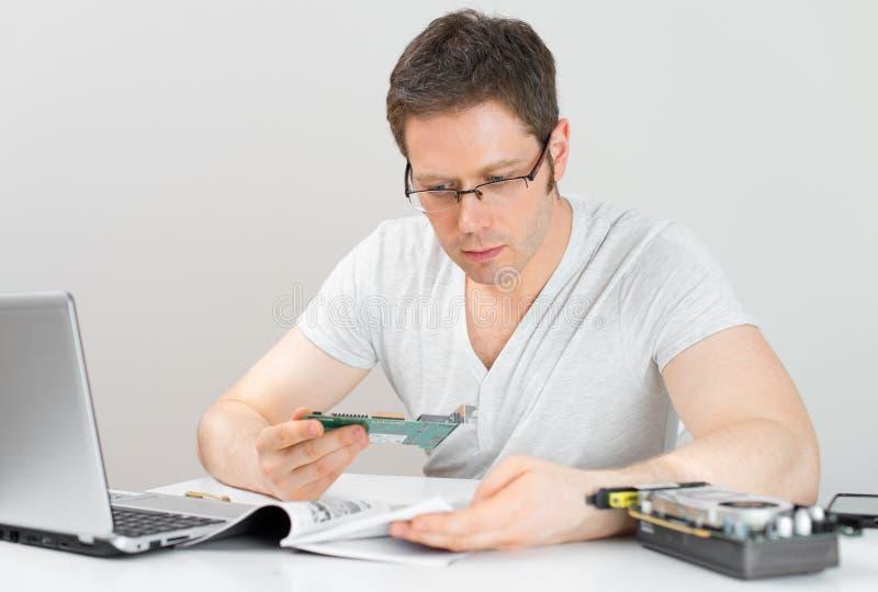 Männlicher Techniker lizenzfreies stockfoto