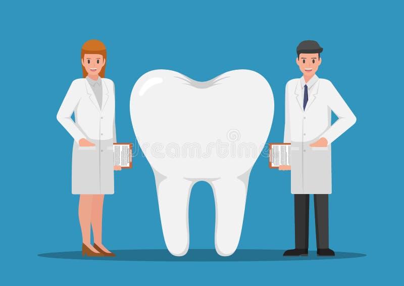Männlicher und weiblicher Zahnarzt, der mit dem großen Zahn steht stock abbildung