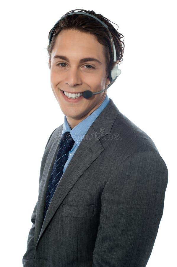 Männliches Kundendienstrepräsentantenlächeln stockfotografie