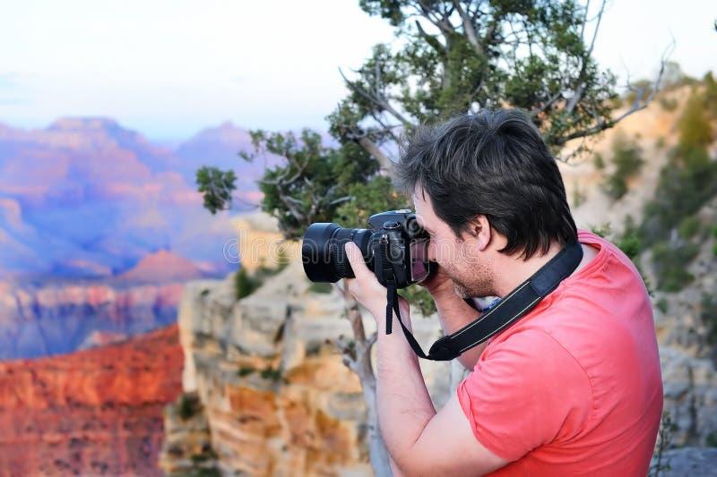 Männliches touristisches Herstellungsfoto Grand Canyon s stockfotografie