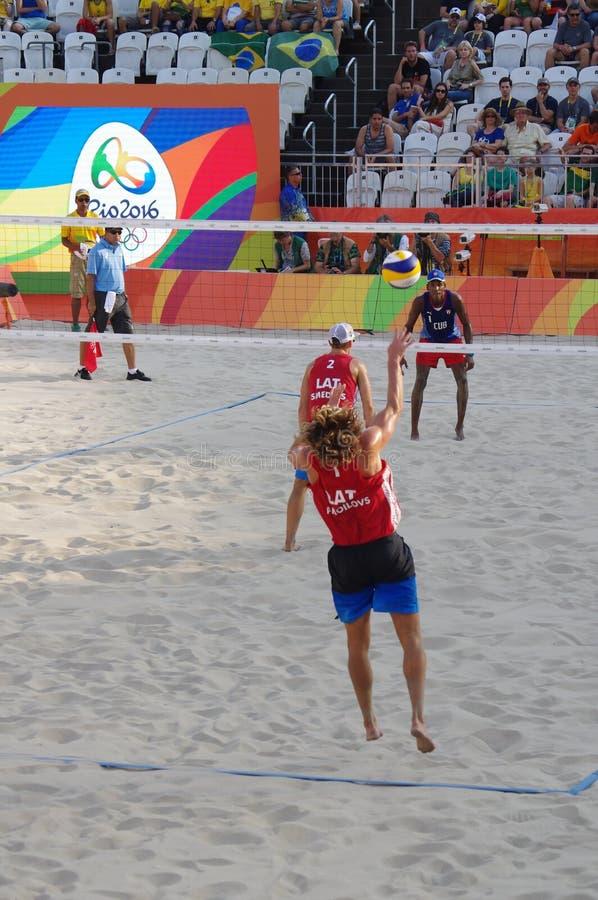 Mäns konkurrens för strandvolleyboll i Rio2016 arkivbild