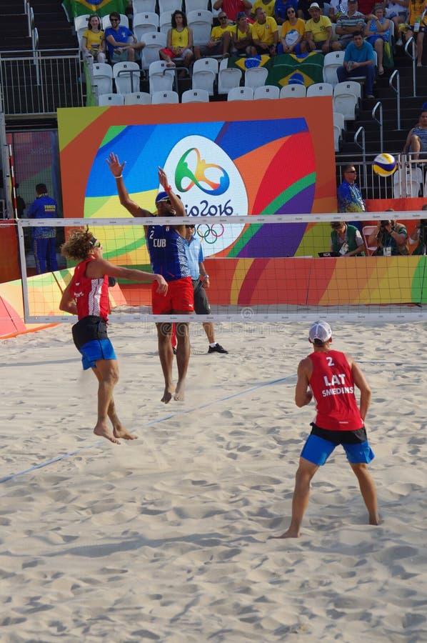 Mäns konkurrens för strandvolleyboll i Rio2016 royaltyfri bild
