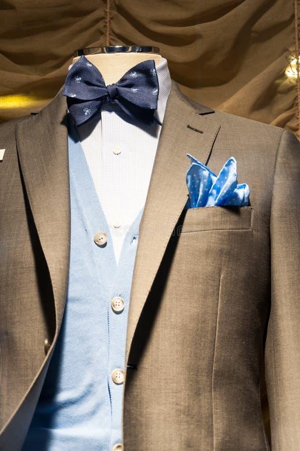 Mäns skärm för fönster för modeboutique arkivbild