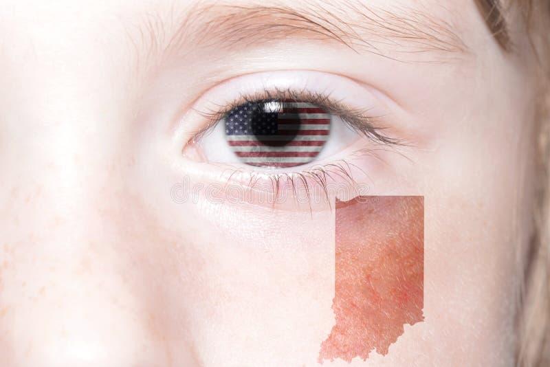 Mänsklig framsida för ` s med nationsflaggan av den USA och indiana statöversikten arkivfoton