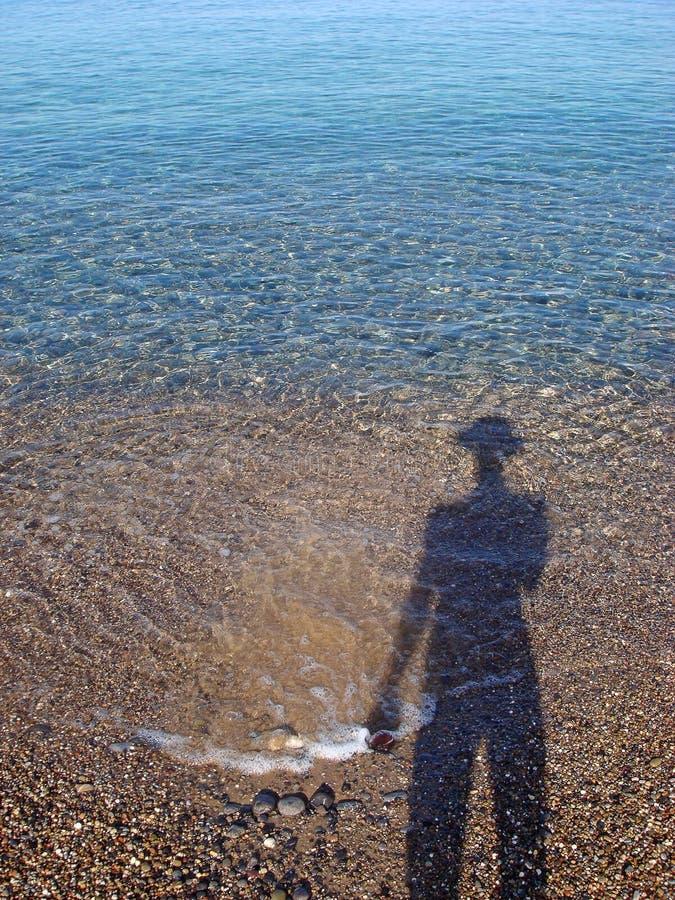 Mänsklig kontur på de fina trycken för strandbakgrundstapet fotografering för bildbyråer