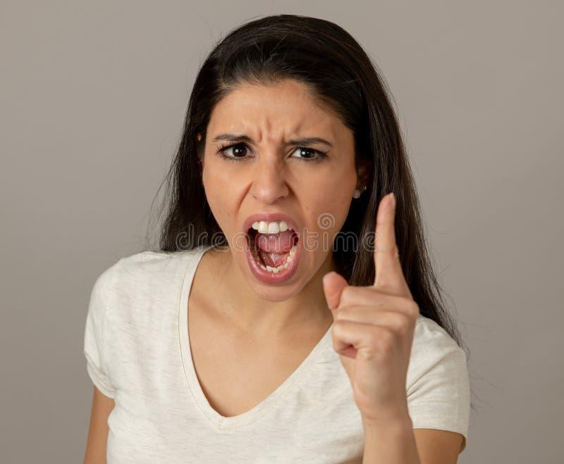 Mänskliga uttryck och sinnesrörelser Ung attraktiv kvinna med ett a royaltyfri fotografi