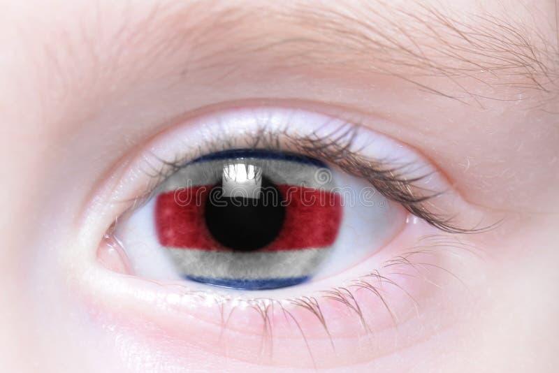 Mänskligt öga med nationsflaggan av Costa Rica arkivbild