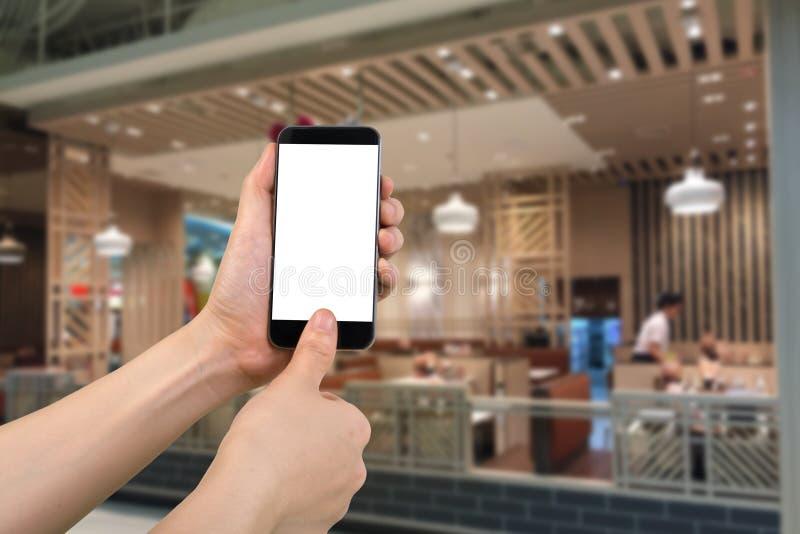 Mänskligt handhåll- och scanningfingeravtryck på smartphonen, minnestavla, royaltyfria bilder