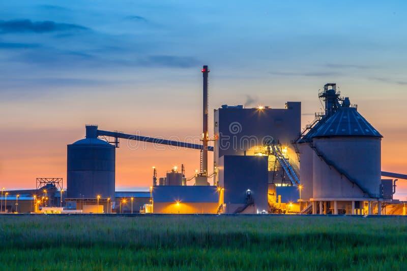 Märchen mögen industrielles chemisches Fabrikdetail stockfoto