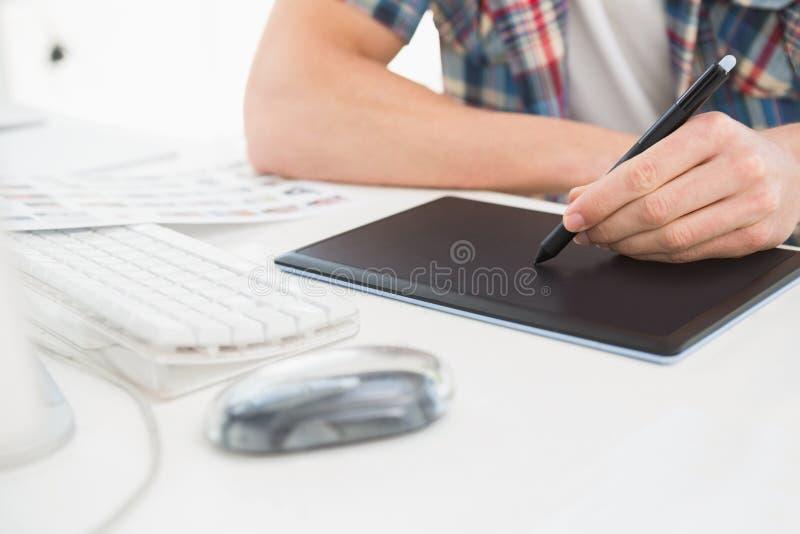 Märkes- användande digitizer på skrivbordet royaltyfria bilder
