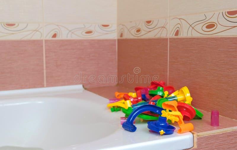Märkes- glidbana för kulört plast- stycke för bollar i badrummet arkivbilder