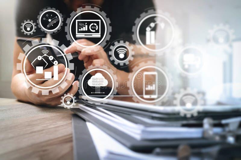 Märkes- hand genom att använda online-shopping för mobila betalningar, omnikanal fotografering för bildbyråer