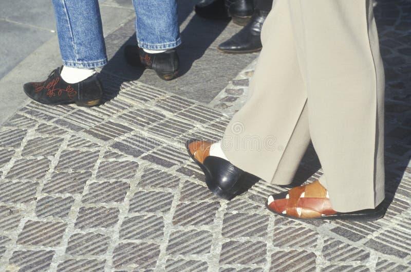 Märkes- skor av Beverly Hills shoppare arkivfoton