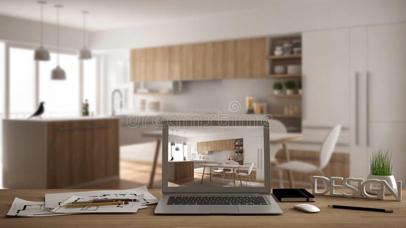 Märkes- skrivbords- begrepp för arkitekt, bärbar dator på träarbetsskrivbordet med skärmen som visar inredesignprojektet, suddigt royaltyfri foto