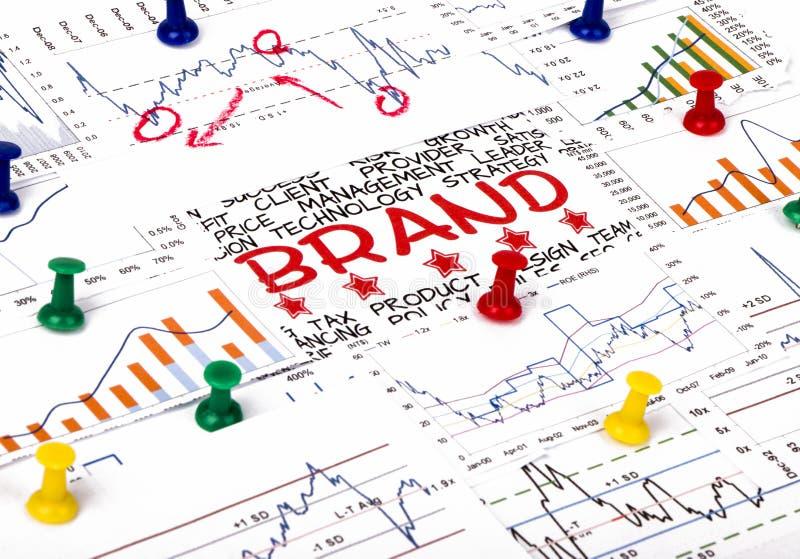 Märkesbegrepp med den finansiella grafen royaltyfria bilder
