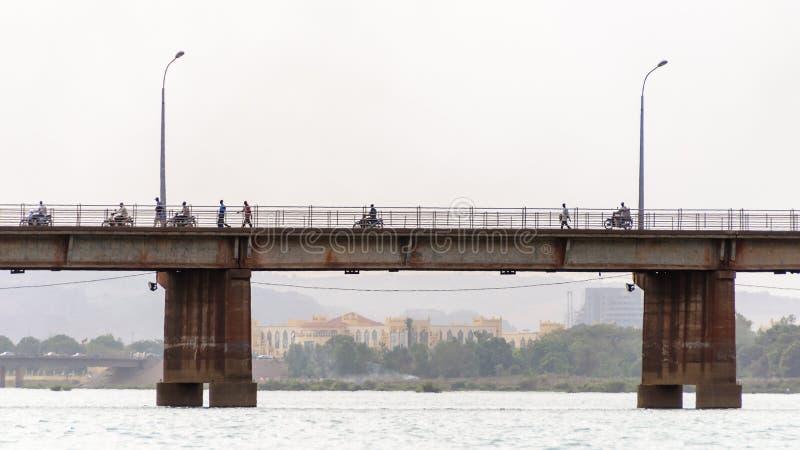 Märtyrer überbrücken (Pont DES-Märtyrer) in Bamako stockbilder