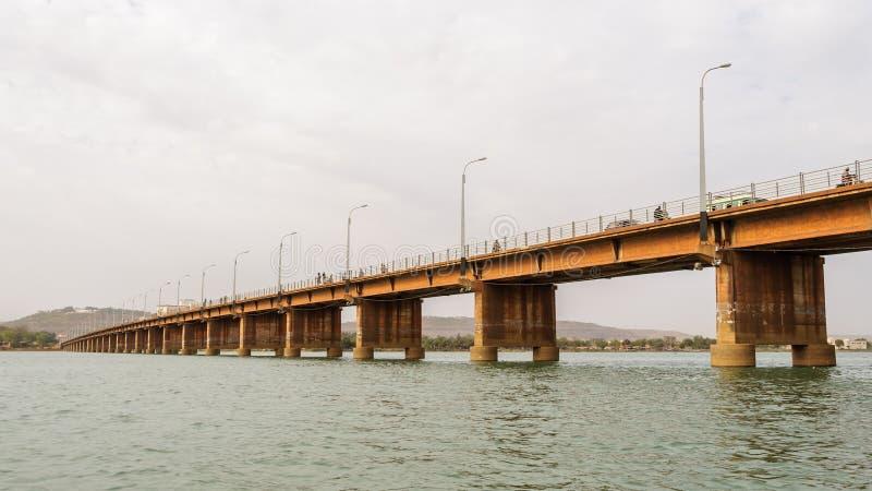Märtyrer überbrücken (Pont DES-Märtyrer) in Bamako stockfotografie
