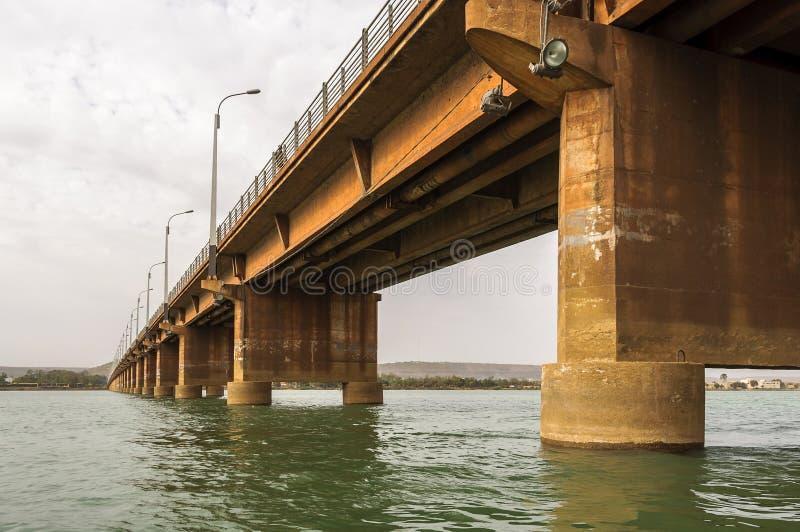 Märtyrer überbrücken (Pont DES-Märtyrer) in Bamako lizenzfreie stockfotos