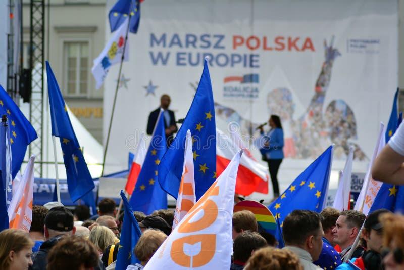 März 'Polen in Europa ' Tausenden Oppositionsanhänger marschierten in die polnische Hauptstadt, um den europäischen Unio der Nati stockfoto