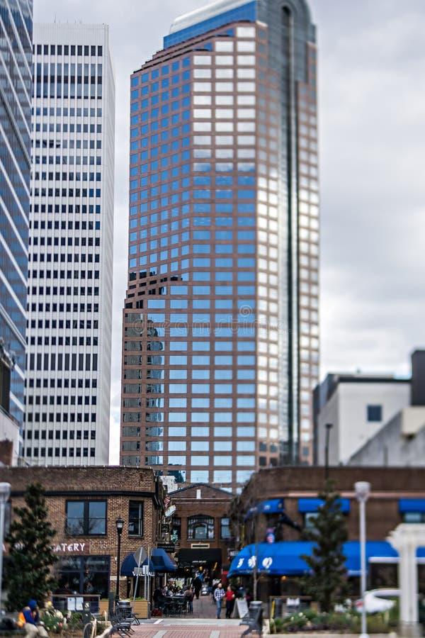 März 2017 Charlotte NC - beschäftigter latta Säulengang in im Stadtzentrum gelegenem Charlotte stockfoto