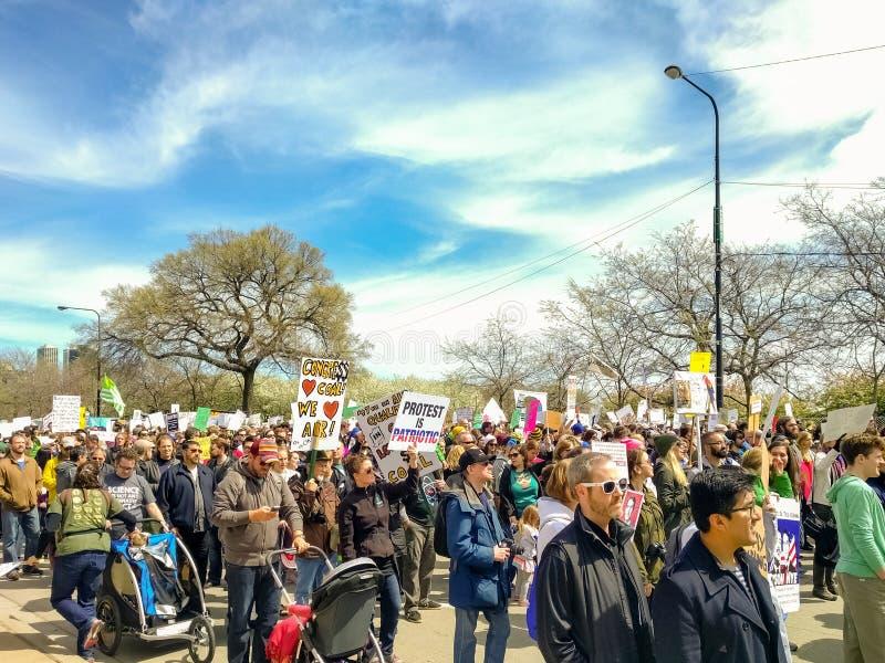 März für die Wissenschaftsanhänger, die hinunter Columbus Drive marschieren lizenzfreie stockbilder