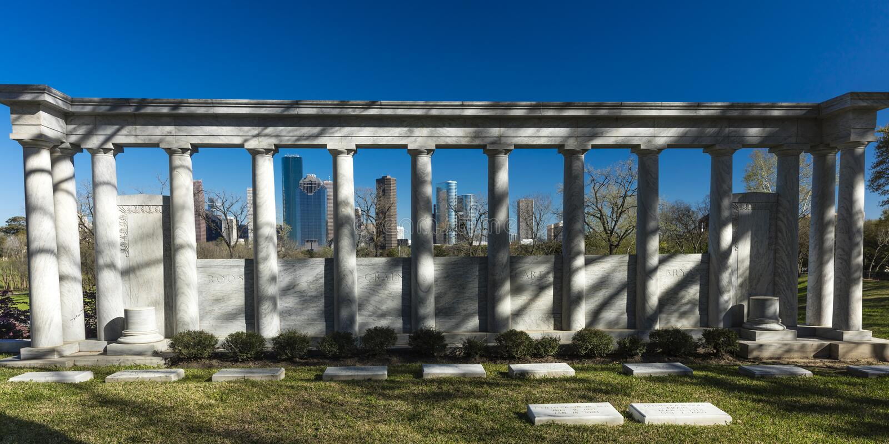 7. März 2018 HOUSTON, TEXAS - hohe Aufstiegsgebäude in Houston-Stadtbild von Glenwood-Kirchhof, Stadtbild, hoch lizenzfreie stockfotos