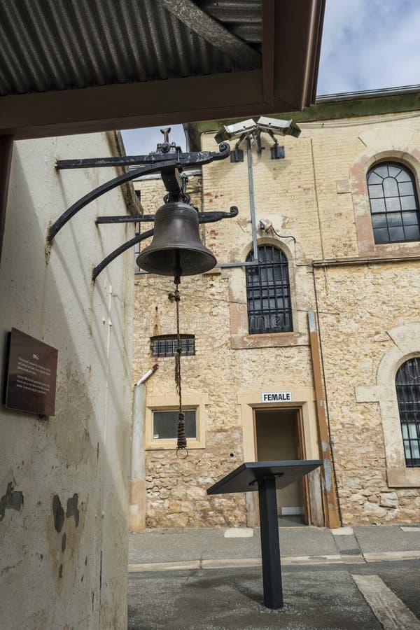 MässingsKlocka på Adelaide Gaol, Adelaide, södra Australien royaltyfri bild