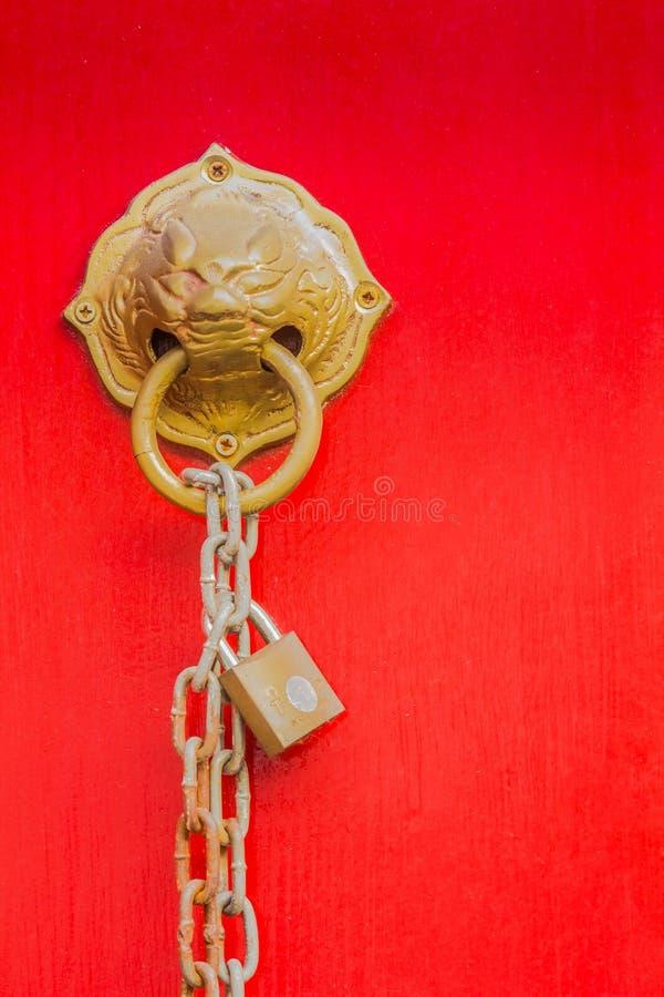 MässingsLion Head Door Knocker royaltyfri foto