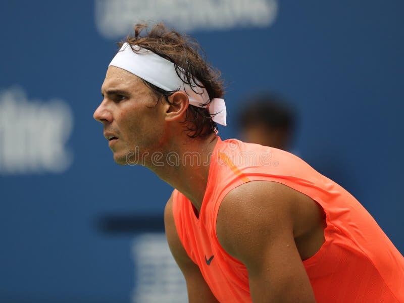 mästare Rafael Nadal för storslagen Slam 17-time av Spanien i handling under hans US Openrunda 2018 av match 16 fotografering för bildbyråer