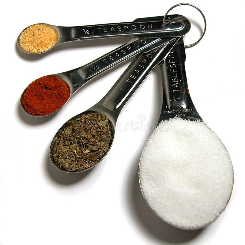 mätande kryddor arkivbild