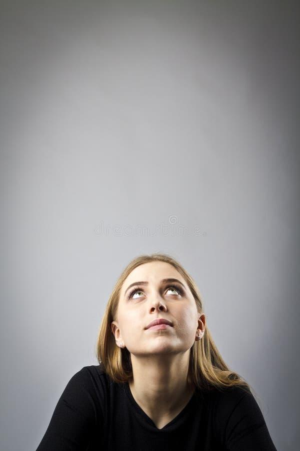 Młoda kobieta w czerni fotografia royalty free