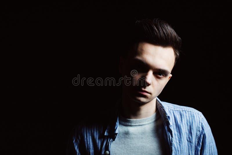 Młody człowiek twarzy portret w depresja kluczu obrazy royalty free