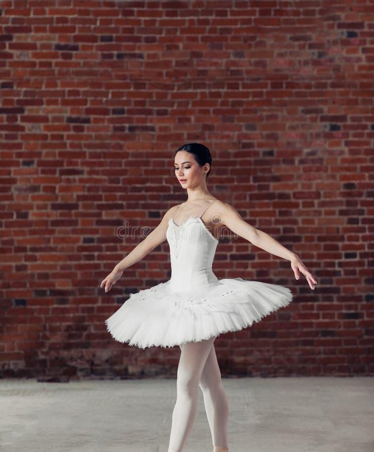 Młody utalentowany tancerz bierze udział w rywalizacji fotografia royalty free