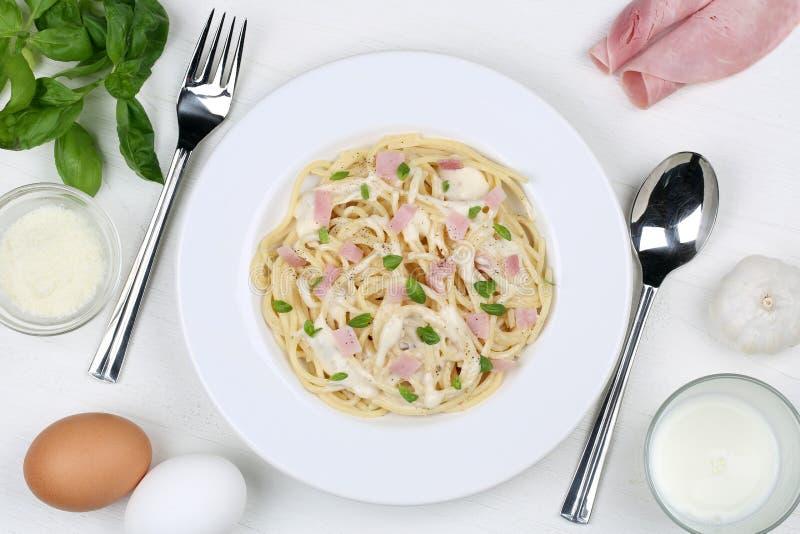 Mål för pasta för spagettiCarbonara nudlar från över arkivfoton