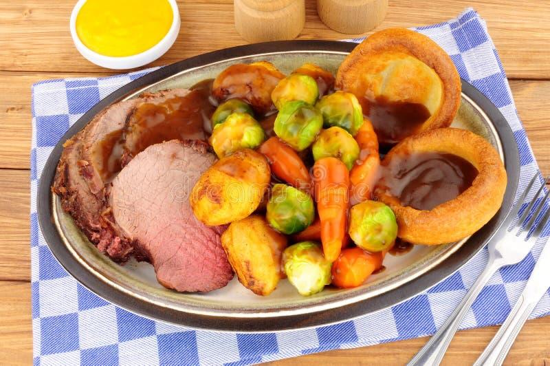 Mål för steknötkött i Yorkshirepudding fotografering för bildbyråer